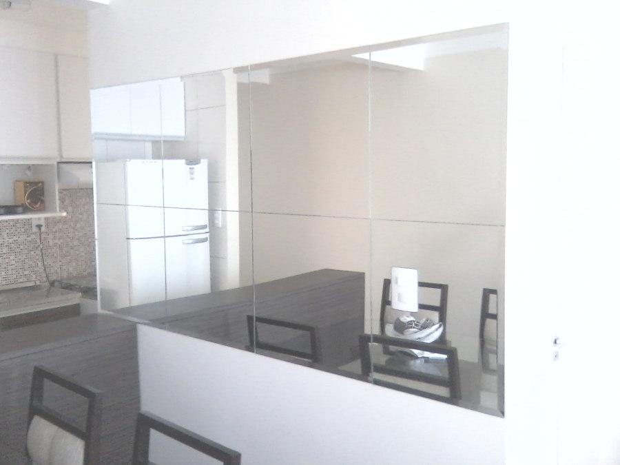 Espelho prata colado com bisotê.