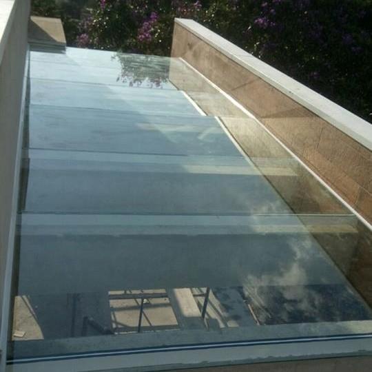 Cobertura em Vidro com Duas Águas